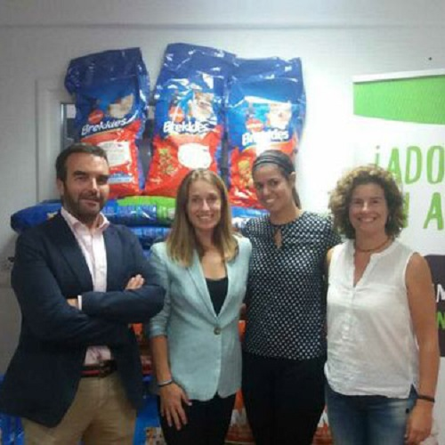 The TECS Academy donates 200 kg. of feed to the Municipal Animal Center